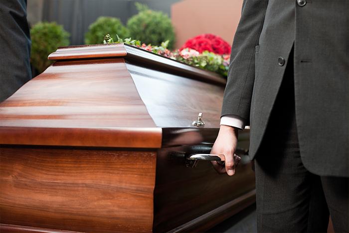 cercueil porté à la cérémonie