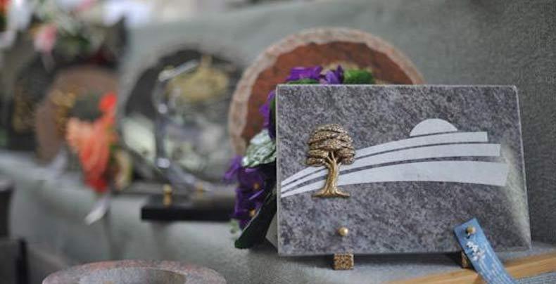 marbrerie articles - plaque avec un arbre